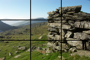 The wall is centred around a vertical, while the horizon is aligned with the top horizontal.